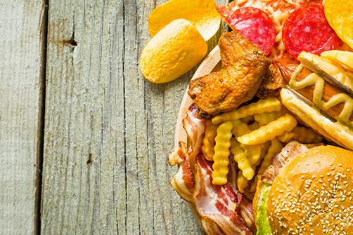 les causes de l'obésité, ici de la nourriture grasse