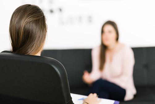 operation de l'obésité, un patient discute avec un médecin