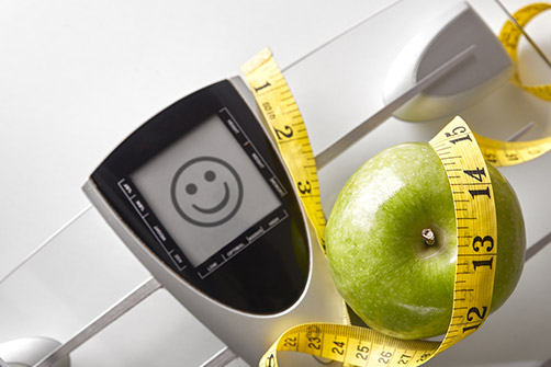 sleeve gastrectomie, ici une balance, une pomme