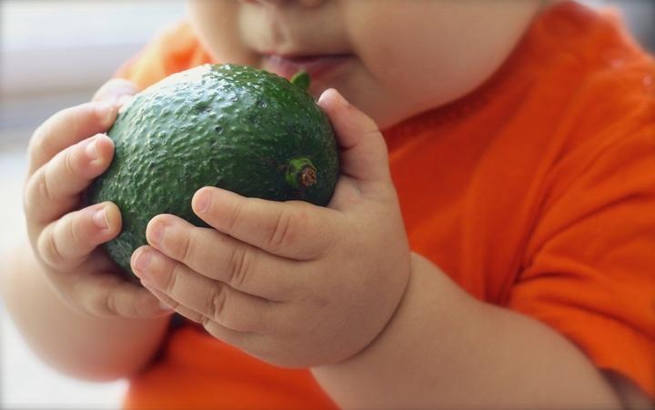 un bébé expert en diététique