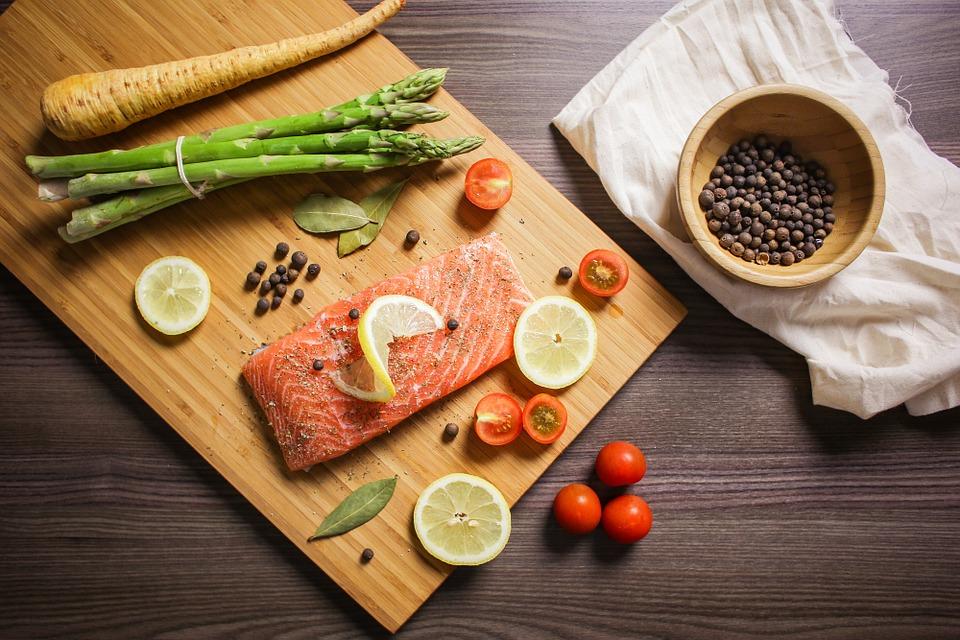 saumon cuisiné riche en bonne graisse. Ne pas cuisiner en rajoutant des matières grasse
